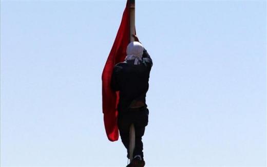 ammaina la bandiera turca senza reazioni della polizia